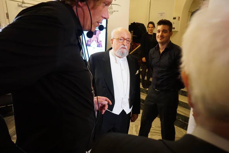 Maestro Krzysztof Penderecki, honorowy przewodniczący  jury na chwilę przed rozpoczęciem koncertu inauguracyjnego, podczas którego dyrygował Die Deutsche Kammerphilharmonie Bremen