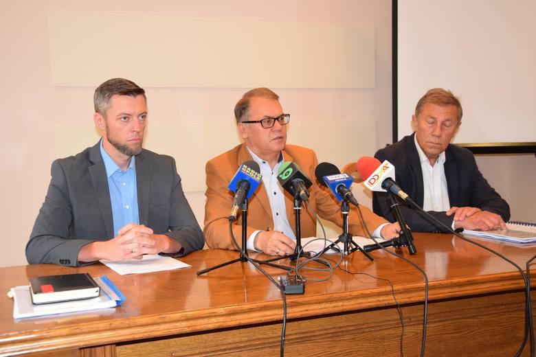 Dzisiaj burmistrz Tadeusz Goc zwołał także konferencję prasową. Zapowiedział wyciągnięcie surowych konsekwencji.