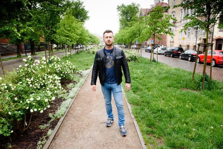 Piotr Szostek z Torunia blisko przez trzy miesiące nie widział córki. Powodem do ucięcia kontaktów stała się pandemia. Pomogło upublicznienie sprawy i akcja z sercem przed domem matki i dziecka.