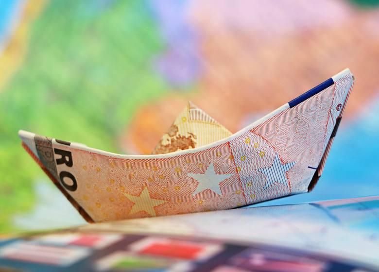 Praca za granicą to dobry pomysł na powiększenie swoich zarobków. Według HSBC roczne zarobki imigrantów za granicą wzrastają średnio nawet o 21 000 dol.