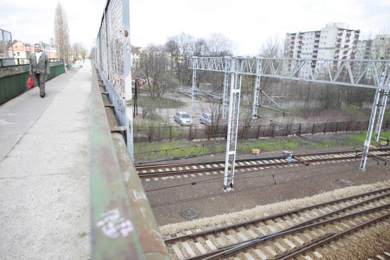 Obiekt powstanie pomiędzy ulicami Niemodlińską, Wróblewskiego i Wojska Polskiego (w okolicach wiaduktu nad torami). Obecnie to niezagospodarowane działki