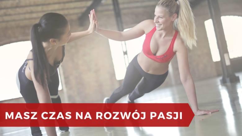 Chcesz regularnie praktykować jogę, spróbować wspinaczki albo masz ochotę na kursy poszerzające twoje umiejętności? Kiedy jesteś singlem to żaden kłopot.