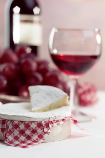 Jemy i pijemy na zdrowie. Kieliszek czerwonego wina też ma walory