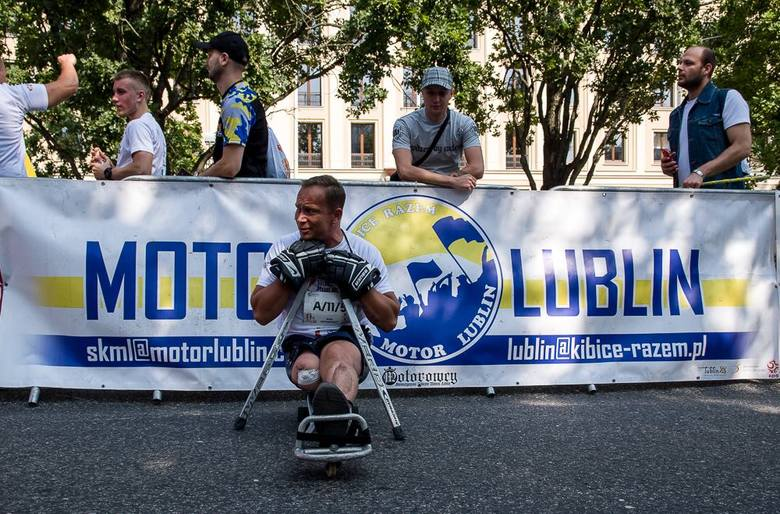 Kibice Motoru Lublin wspierają walkę z koronawirusem. Pomagają osobom starszym oraz szpitalom