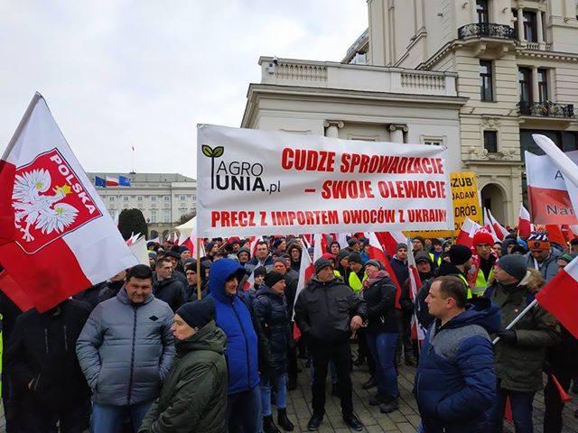 """W stolicy trwa protest rolników pod nazwą """"Oblężenie Warszawy 2019"""". Na miejscu jest kilka tysięcy osób, podaje jeden z uczestnikó"""