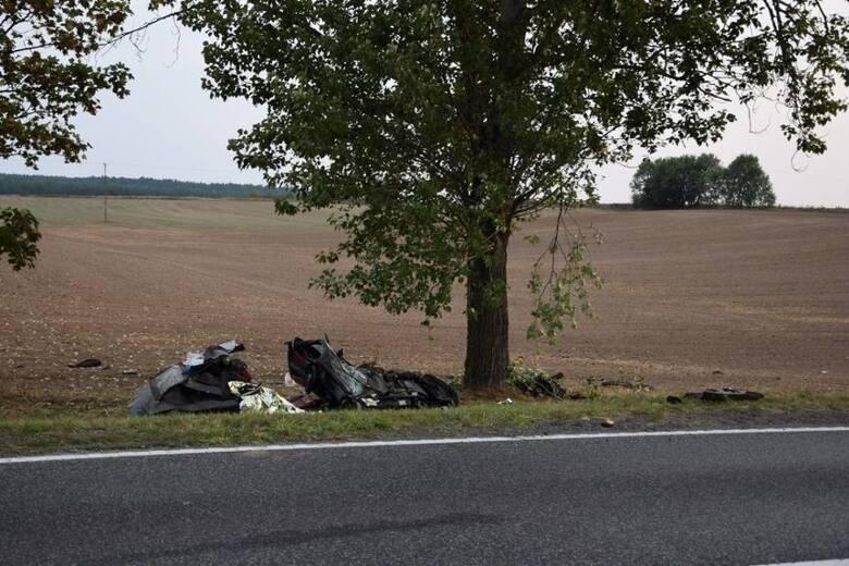 Tragedia w Chrząstowie. Zginął pasażer. 2 lata kary dla sprawcyNa dwa lata pozbawienia wolności skazano sprawcę śmiertelnego wypadku, do którego doszło