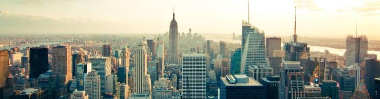 Nowy Jork: Times SquareCoraz większy kryzys związany z epidemią dotyka Stany Zjednoczone. Walka z wirusem trwa przede wszystkim w Nowym Jorku, który