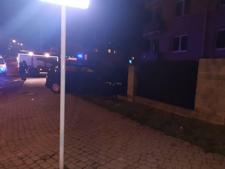 W niedzielę wieczorem doszło do wypadku na skrzyżowaniu ulic Strzelniczej i Wywrockiego w Rzeszowie. Zdjęcia otrzymaliśmy od Internauty.ZOBACZ TEŻ: Zablokowana