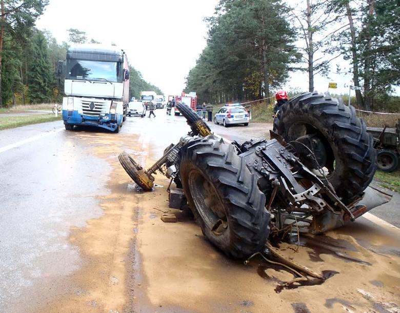 Szczebra: Wypadek. Zderzenie tira z traktorem (zdjęcia)