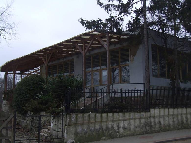"""Budynek nieistniejącej restauracji """"Maxim"""" (w odcinku pod nazwą """"Kaskada"""") gdyńskiej dzielnicy Orłowo.Trzynasty odcinek"""