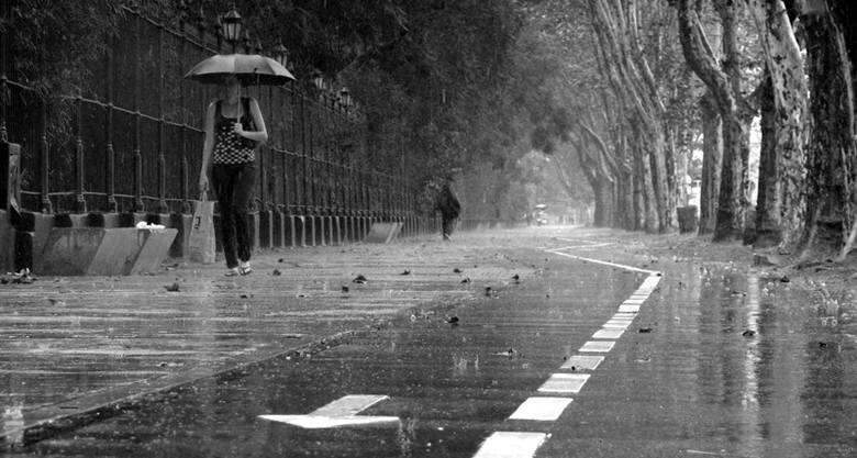 Zobacz, jaka pogoda nas czeka na weekend? Czy nadal będzie zimno i deszczowo?