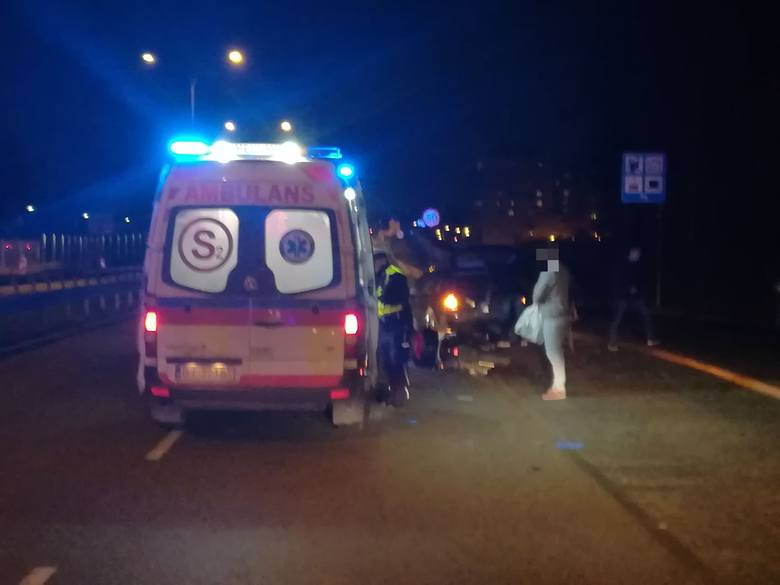 Kleosin. Wypadek na ul. Zambrowskiej. Motocyklista zderzył się z osobówką
