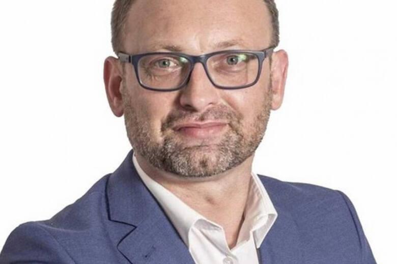 Łukasz Maderak, wiceburmistrz Kazimierzy Wielkiej mówi, że praca daje mi dużo satysfakcji i zadowolenia i cieszy się z tego, że docenili to mieszkań