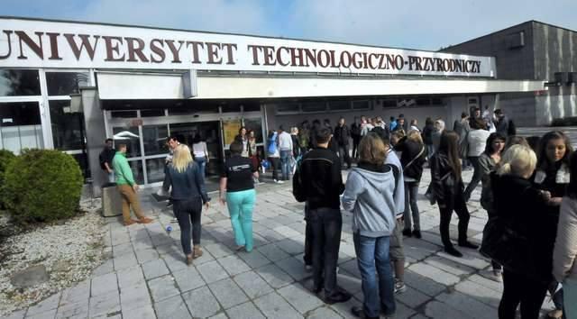 Informacje o zarobkach na Uniwersytecie Technologiczno-Przyrodniczym w Bydgoszczy przesłał nam tenże uniwersytet. Jest to mediana brutto (zasadnicze+stażowy+premia)