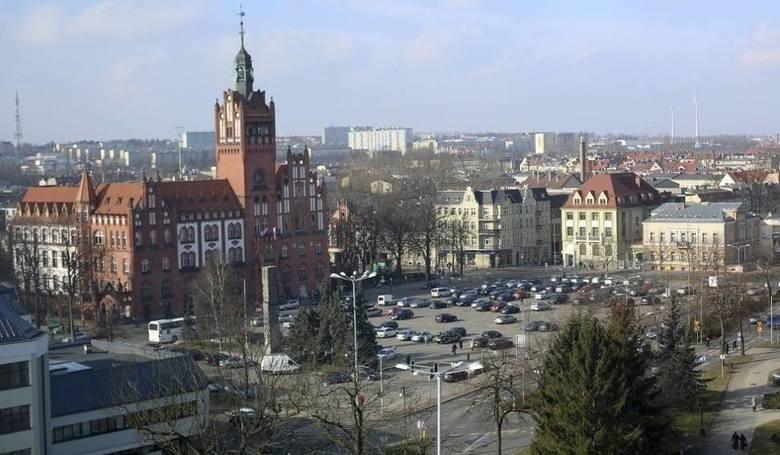 W tym roku urzędnicy słupskiego ratusza otrzymali 86 nagród. Najwyższą, prawie 32 tys. zł, otrzymała Krystyna Danilecka-Wojewódzka.Urząd Miejski w Słupsku