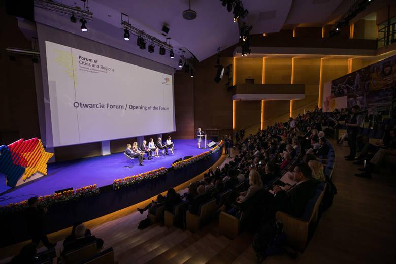 W Centrum Wystawienniczo-Kongresowym G2A Arena w Jasionce trwa Forum Miast i Regionów. Rzeszów gości ministrów, ekspertów, przedstawicieli firm oraz