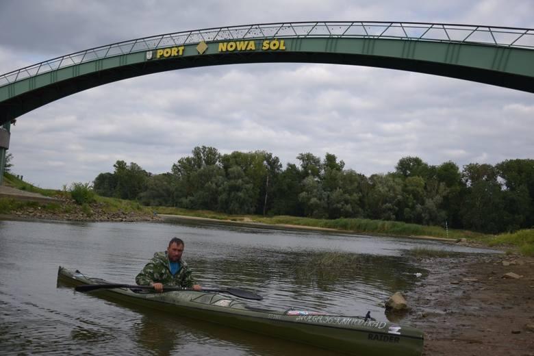 W piątek, 6 lipca, przypłynął do portu w Nowej Soli kajakarz samotnik, Robert Tomalski z Radomia. W 2016 roku przepłynął pod prąd najdłuższą polska rzekę
