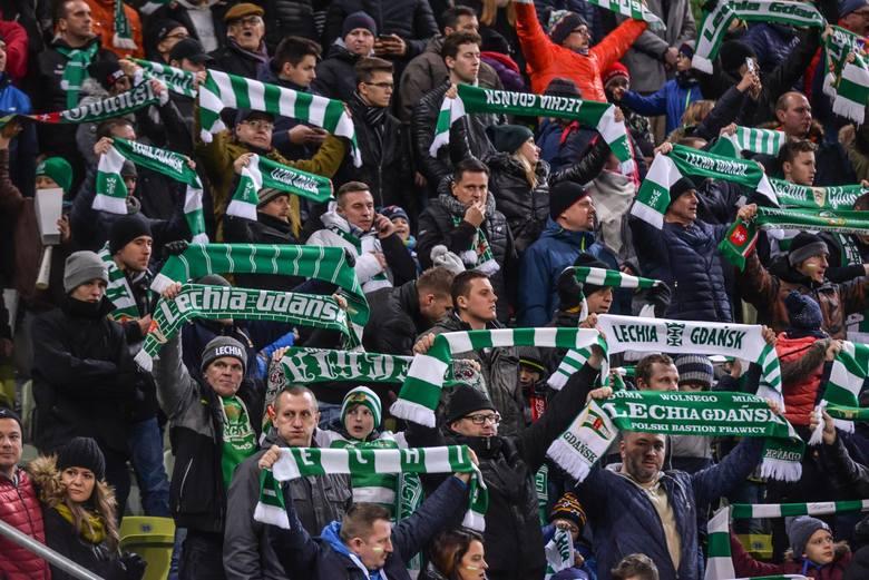 W meczu na szczycie Lotto Ekstraklasy Lechia zremisowała z Legią Warszawa. Spotkanie na Stadionie Energa obejrzało niemal 21 tys. widzów. Około 1000