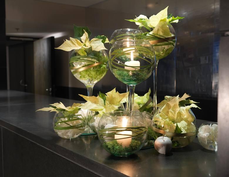 Stół wigilijny: Świąteczne dekoracje. Jak przystroić stół na Boże