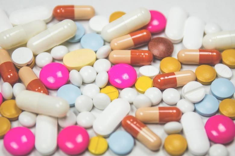 Opalanie może być szkodliwe przy zażywaniu takich NLPZ jak: ibuprofen, ketoprofen, naproksen.