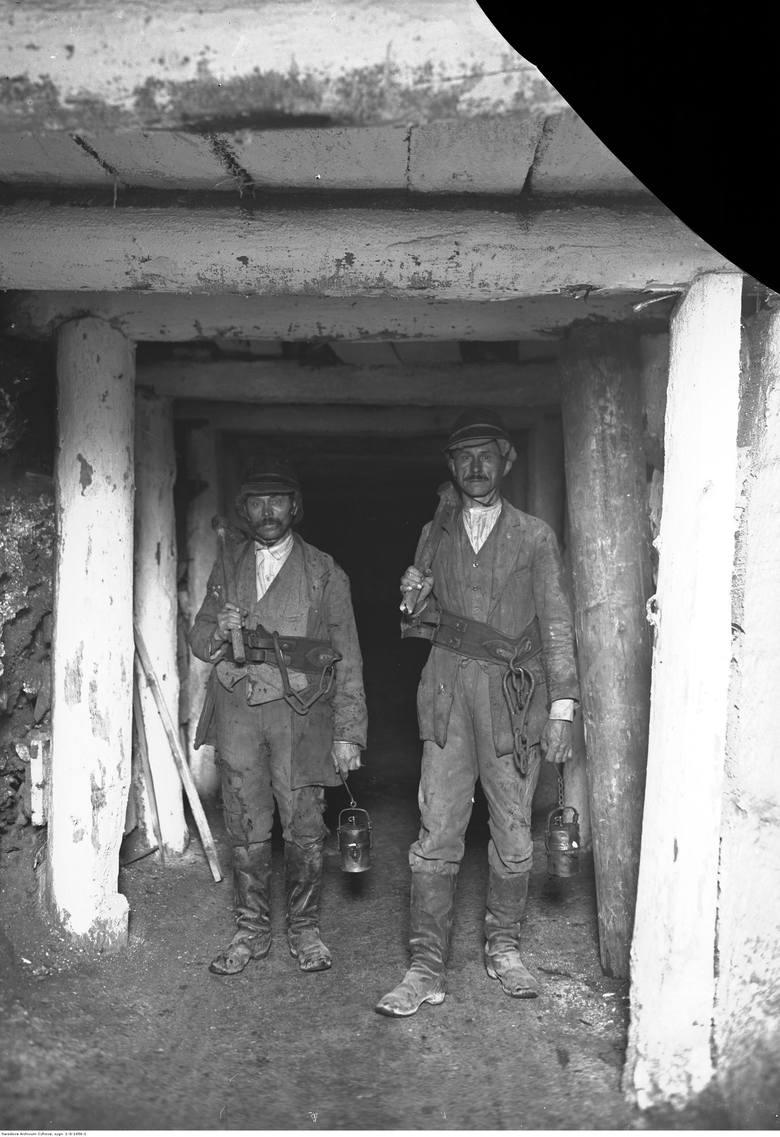 Obchód sztolni w kopalni soli w Bochni. Wrzesień 1930.