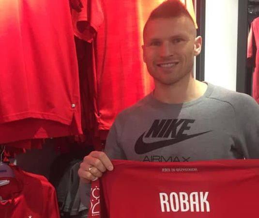Znany z występów w ekstraklasie Marcin Robak - były piłkarz między innymi Korony Kielce, Lecha Poznań i Śląska Wrocław, a obecnie Widzewa Łódź włączyć