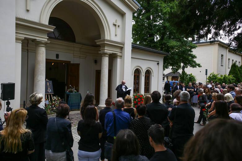 """Ostatnie pożegnanie Andrzeja """"Pudla"""" Bieniasza.  Lider Püdelsów spoczął na Cmentarzu Rakowickim"""