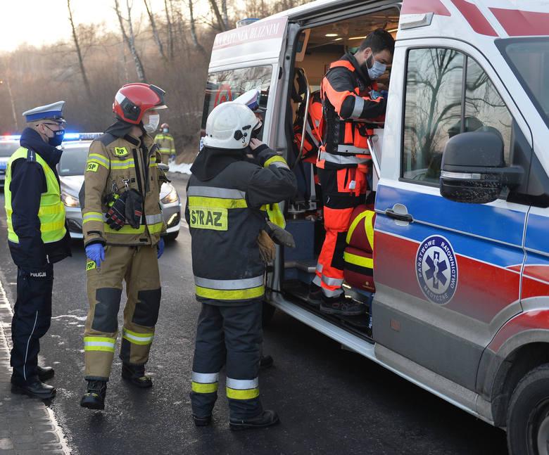Wypadek w Przemyślu. Trzy osoby zostały ranne w zderzeniu trzech samochodów na ul. Sanockiej [ZDJĘCIA]
