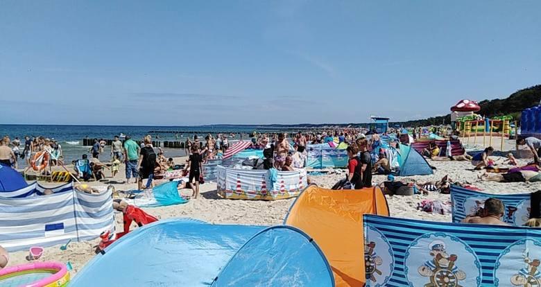 Ustecka plaża wciąż wypełniona jest wczasowiczami. Nie powinno to dziwić bowiem pogoda wciąż dopisuje. Zobaczcie zdjęcia z plaży.