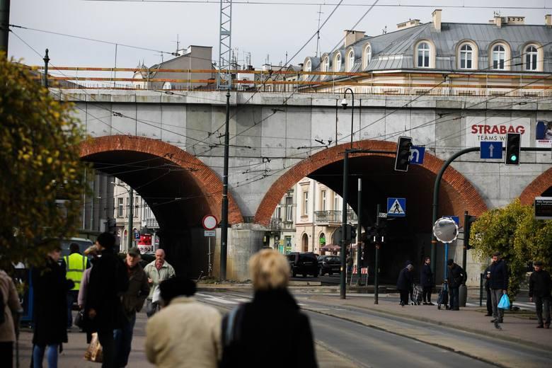 Kraków. Apelują o umożliwienie miastu wykupu terenów pod estakadami kolejowymi na Grzegórzkach