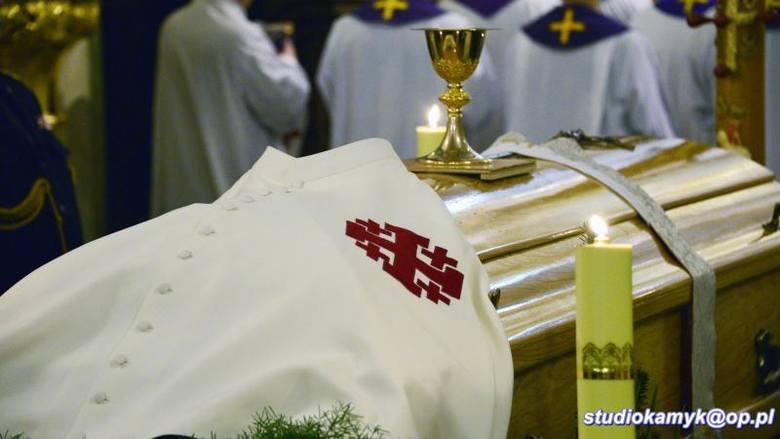 Pogrzeb znanego i cenionego proboszcza Mirosława Kaczmarczyka. Uczestniczyło w nim wiele osób [ZDJĘCIA]