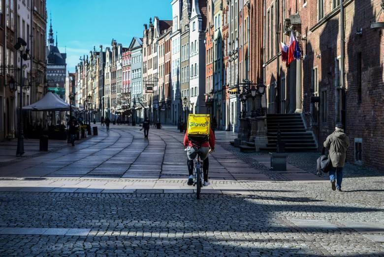 Koronawirus w Polsce: Czego nie można robić do 11 kwietnia 2020 r.? Zakazy w pytaniach i odpowiedziach [Q&A]