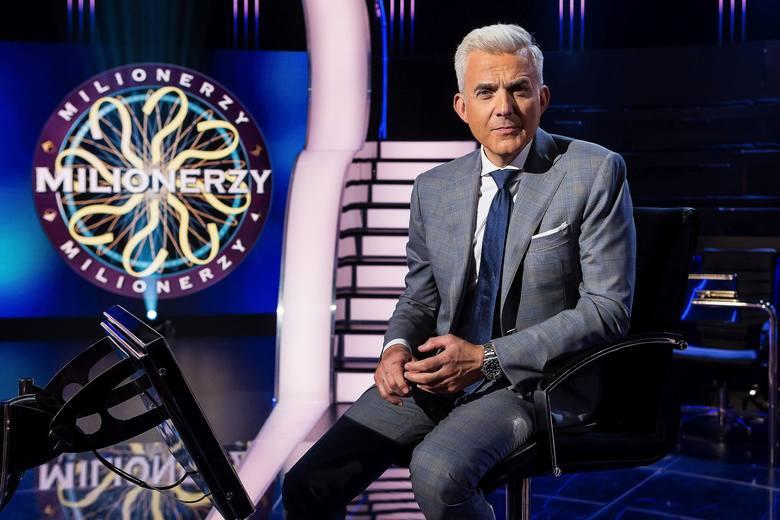 Teleturniej Milionerzy emitowany jest na antenie TVN od poniedziałku do czwartku. Prowadzącym program jest Hubert Urbański (na zdjęciu).