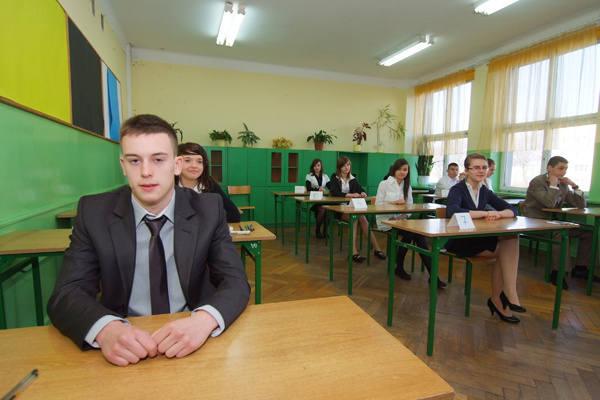 W nadchodzącym roku szkolnym, w odróżnieniu od swoich starszych kolegów, trzecioklasiści z gimnazjów, uczący się zgodnie z nową podstawą programową, napiszą egzamin w zmienionej formie.