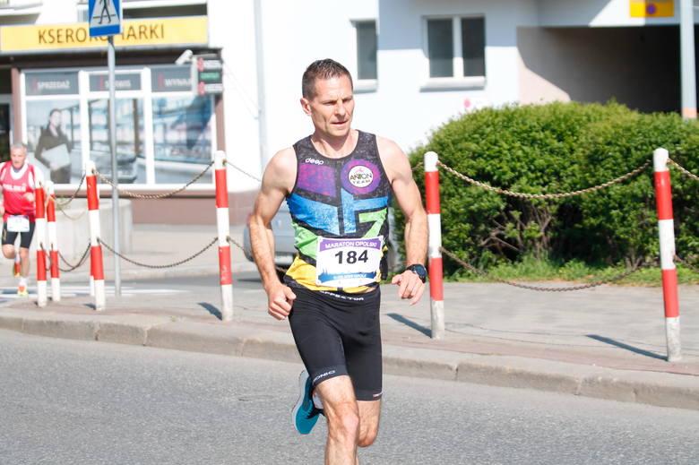 Ruszył 9. Maraton Opolski. Start i meta głównego biegu znajdują się przy centrum handlowym Karolinka, dokładnie koło ronda przy ul. Wrocławskiej. Maratończycy