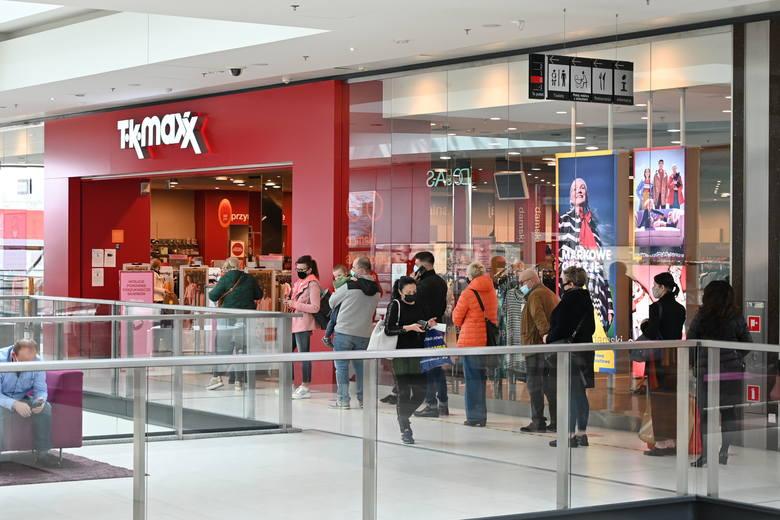 We wtorek, 4 maja, ponownie zostały otwarte wszystkie sklepy w centrach handlowych o powierzchni wynajmu wynoszącej 2 tysiące metrów kwadratowych. Handel