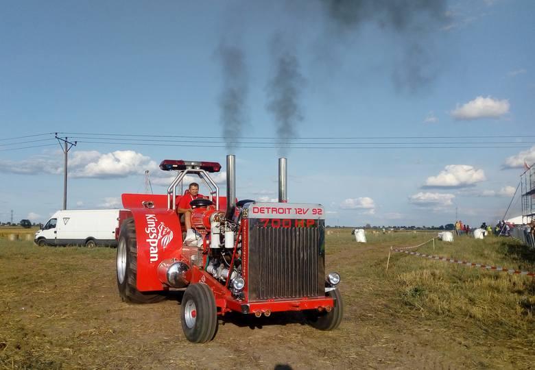 Widok ciągników cieszył dzieci i dorosłych powodując okrzyki radości i zdziwienia umiejętnościami traktorzystów. W powiecie inowrocławskim najgłośniejszym