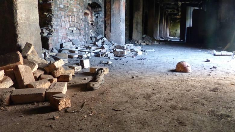 """Znana niegdyś fabryka wyrobów kamionkowych """"Marywil"""" dziś świeci pustkami."""