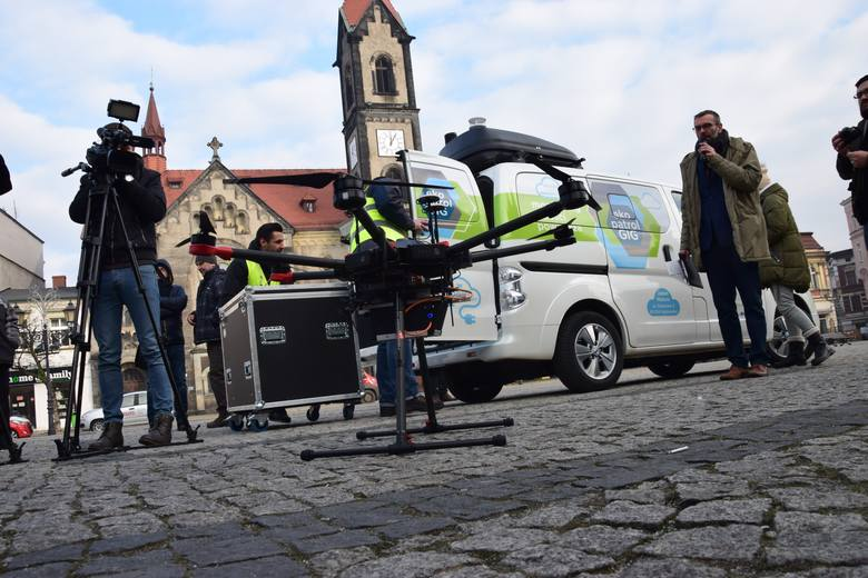 Sporych rozmiarów dron wczoraj wzbił się w powietrze podczas pierwszego Ekopatrolu. Będzie latał nad miastem do 21 marca