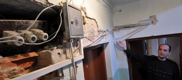 Kable i pokrętła instalacji na wierzchu, jednak zdaniem prezesa ZUM, nie stanowią zagrożenia dla mieszkańców. Pan Paweł jest zbulwersowany tą sytuac