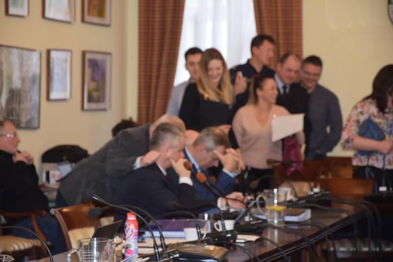 Ostatnia sesja rady w ratuszu odbyła się w lutym br. Pozostałe już w sposób zdalny Kiedy radni powrócą do ratusza? Nie wiadomo