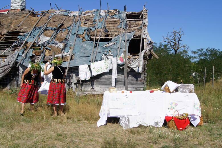 Dziś już dach budynku chyli się ku upadkowi, a sama chałupa prezentuje smutny widok.