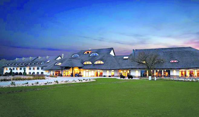 Hotel Remes swoim gościom oferuje komfortowe pokoje, dwie restauracje, sale konferencyjne, relaksujące SPA, basen, sauny, siłownię.Dodatkowo, na zewnątrz