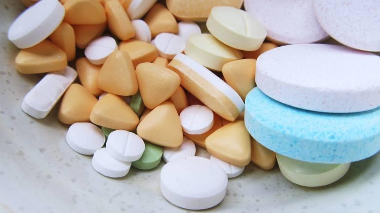 Antybiotyki są leki antybakteryjne, które zwalczają komórki bakteryjne przez wpływanie na metabolizm. W naszej świadomości funkcjonują one jako leki