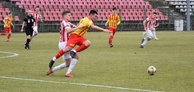 W pierwszym w tym roku meczu w Centralnej Lidze Juniorów do 18 lat Korona Kielce przegrała na stadionie przy ulicy Szczepaniaka z Cracovią 1:3. Jedyną