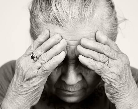 Objawy alzheimera: zaburzenia pamięci