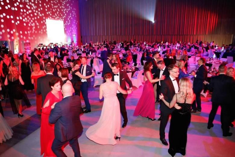 Każdy z uczestników kupił bilet cegiełkę za 250 zł. Podczas imprezy organizowane były również liczne licytacje na cele charytatywne.