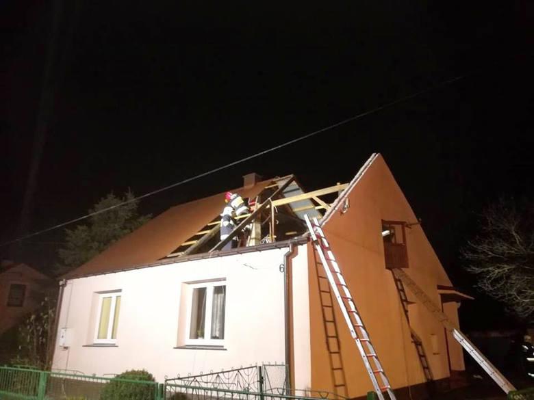 Wichura na Podkarpaciu. Wiatr zerwał część dachu z domu, łamał drzewa (zdjęcia)