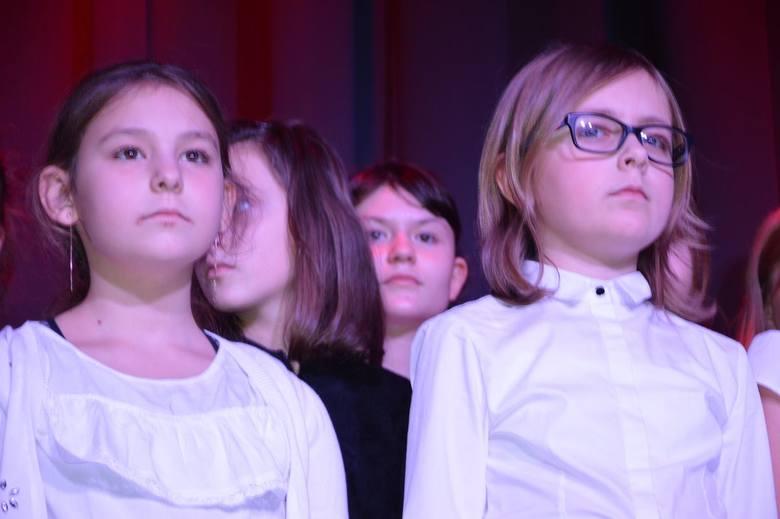 """""""Listopadowy zryw"""" na scenie Muzeum Historycznego Skierniewic [ZDJĘCIA]"""