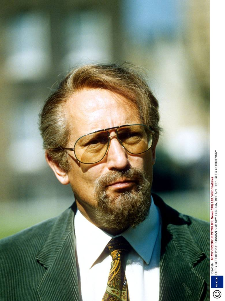 Pułkownik KGB, który z przyczyn najprawdopodobniej ideowych (sam mówił o wewnętrznym sprzeciwie wobec inwazji na Czechosłowację w 1968 roku) podjął długoletnią